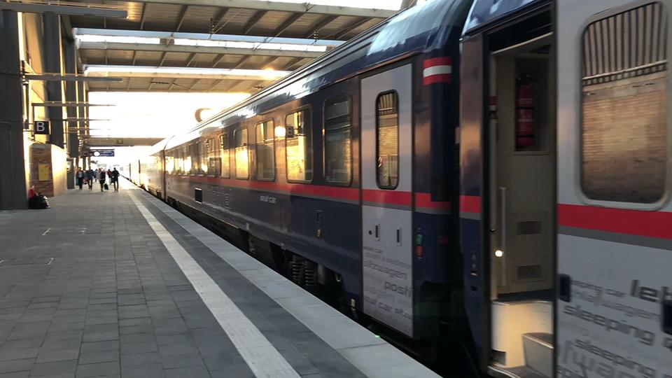 The ÖBB Nightjet in Single Deluxe - Sleeper train from ...